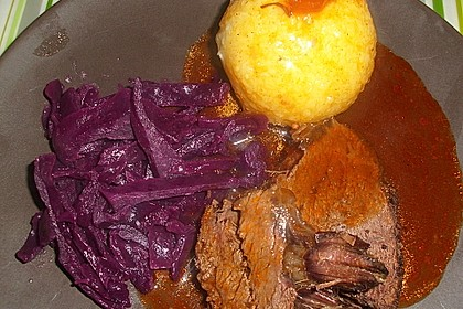Sauerbraten mit Rotkohl und Kartoffelklößen 6
