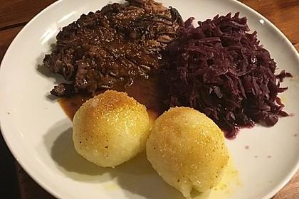 Sauerbraten mit Rotkohl und Kartoffelklößen 11