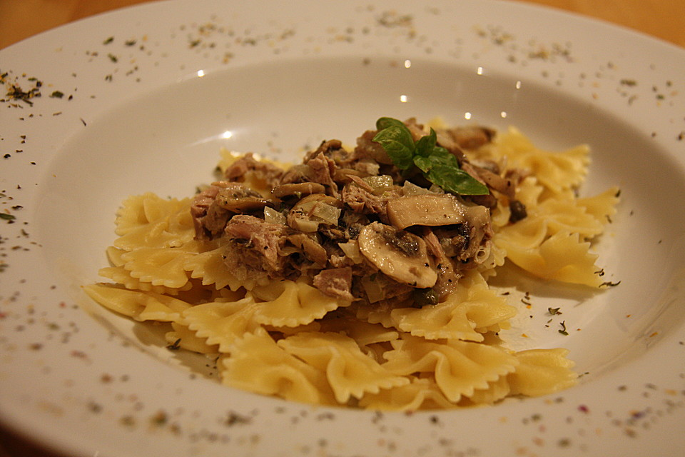 pasta mit thunfisch champignons und kapern rezept mit bild. Black Bedroom Furniture Sets. Home Design Ideas