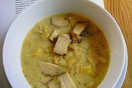 Kartoffel-Sauerkraut Suppe mit Räuchertofu