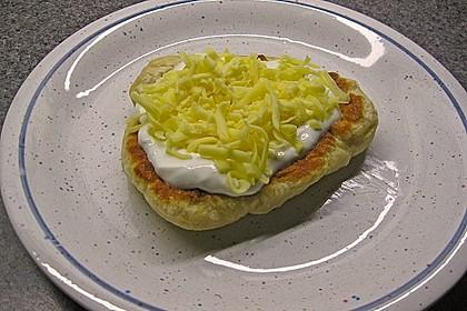 Ungarische Langos mit Knoblauchcreme und Käse 17