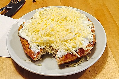 Ungarische Langos mit Knoblauchcreme und Käse 18