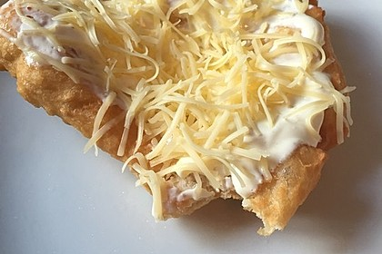 Ungarische Langos mit Knoblauchcreme und Käse 27