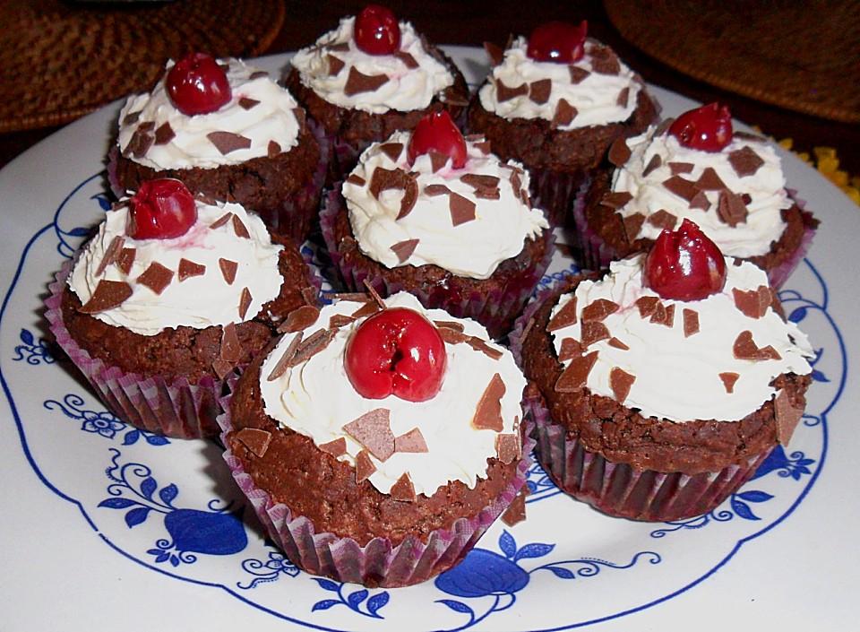 schwarzw lder kirsch cupcakes rezept mit bild von bakingthelaw. Black Bedroom Furniture Sets. Home Design Ideas