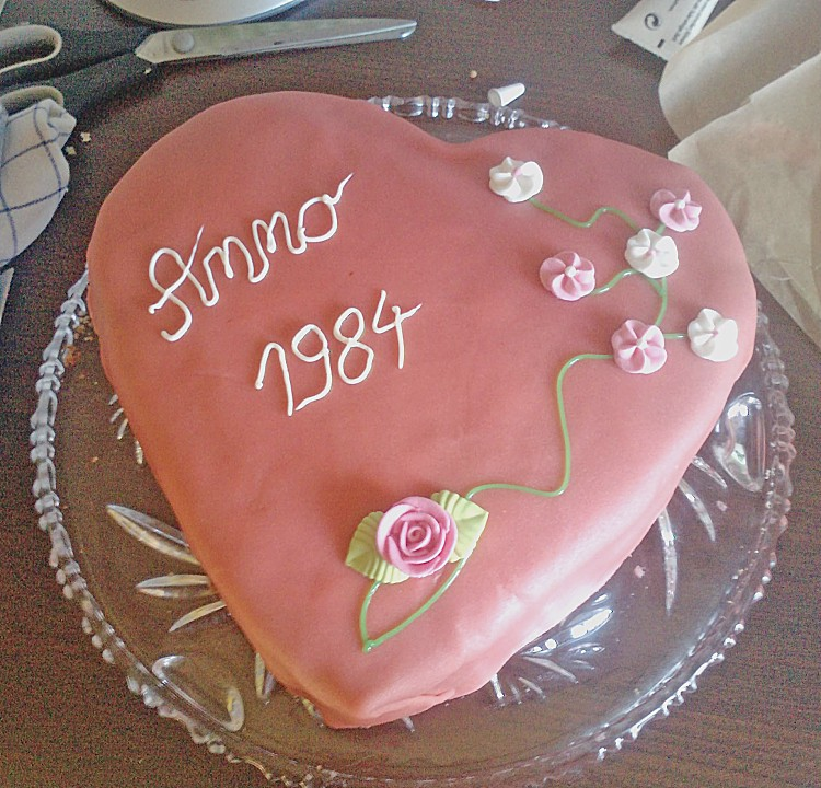 Hochzeitstorte mit Schokocreme und Erdbeeren (Rezept mit Bild ...