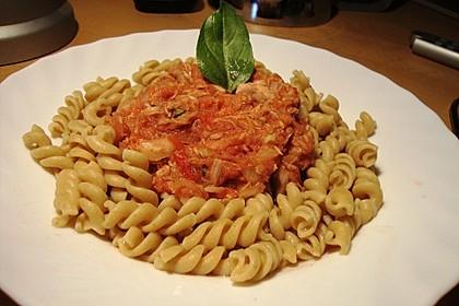 Fusilli mit Tomaten - Thunfisch - Sauce