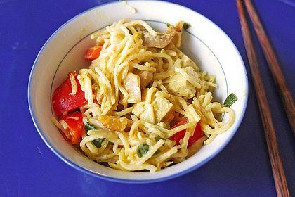 Asia Nudeln mit Ingwer und Tofu