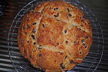 Tomaten - Oliven - Brot mit Kräutern
