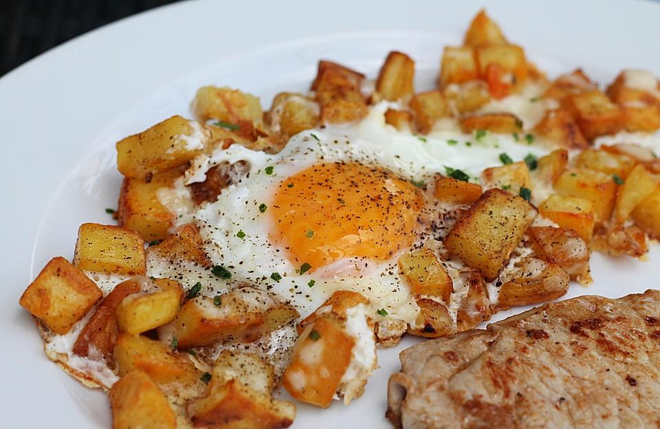 Bratkartoffeln mit Ei und Käse