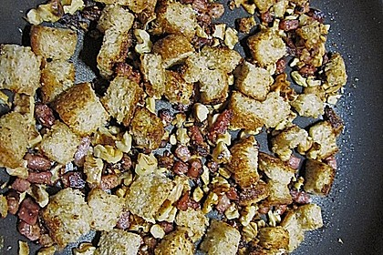 Rosenkohlsuppe mit Speck - Croûtons 2