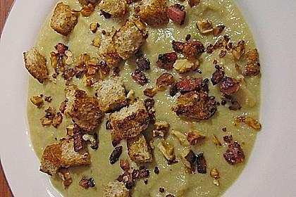 Rosenkohlsuppe mit Speck - Croûtons