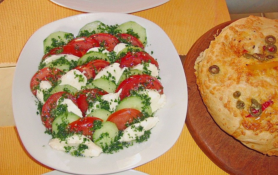 tomaten mozarella gurken salat rezept mit bild. Black Bedroom Furniture Sets. Home Design Ideas