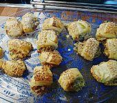Blätterteighäppchen mit Thunfischfüllung (Bild)