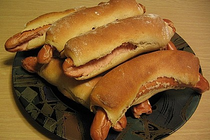Wienerle im Brötchenteig 8