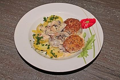 Köttbullar mit Champignon-Rahmsauce 25