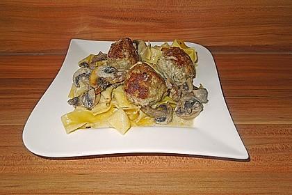 Köttbullar mit Champignon-Rahmsauce 43