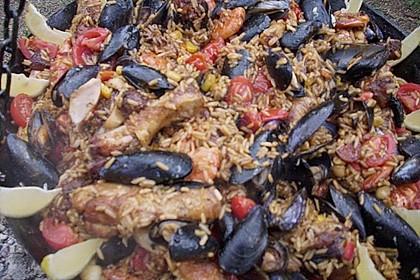 Meeresfrüchte - Paella auf dem Schwenkgrill über Holzkohle 4