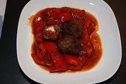Chilibällchen mit Fetakäse und Paprikagemüse 13