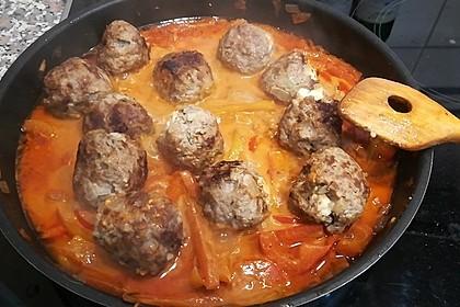 Chilibällchen mit Fetakäse und Paprikagemüse 15