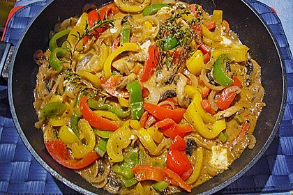 Chilibällchen mit Fetakäse und Paprikagemüse 11
