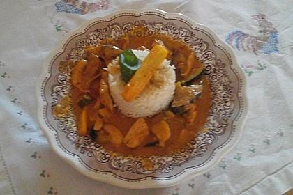 Hähnchen mit Zucchini und  Paprika in Erdnuss - Kokos - Sauce 3