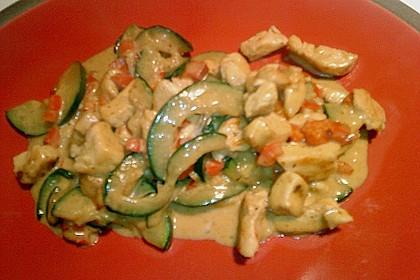 Hähnchen mit Zucchini und  Paprika in Erdnuss - Kokos - Sauce 12