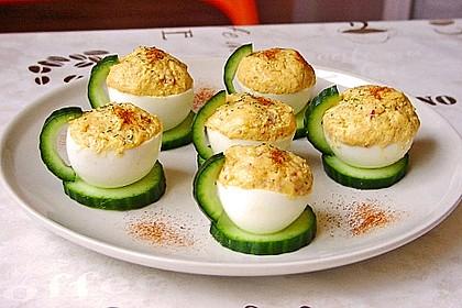 Gefüllte Eier mit Geflügelsalat