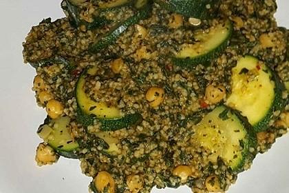 Couscous mit Zucchini, Kichererbsen und Blattspinat 16