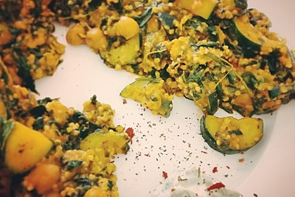 Couscous mit Zucchini, Kichererbsen und Blattspinat 11