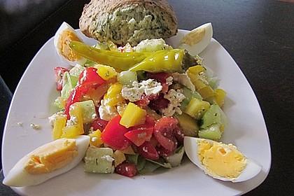 Griechischer Salat mit Gurken und Paprika 5