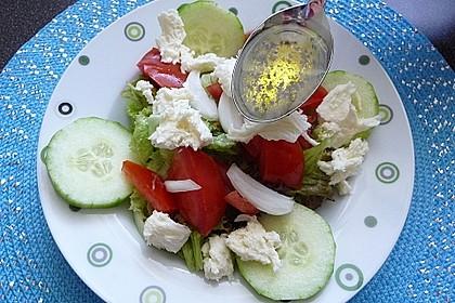 Griechischer Salat mit Gurken und Paprika 1