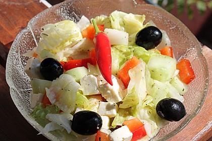 Griechischer Salat mit Gurken und Paprika 3