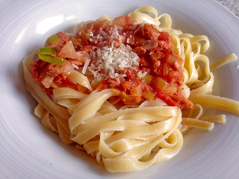 spaghetti mit thunfisch in tomatensauce rezept mit bild. Black Bedroom Furniture Sets. Home Design Ideas