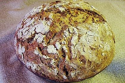 Rustikales Brot im Bräter 76