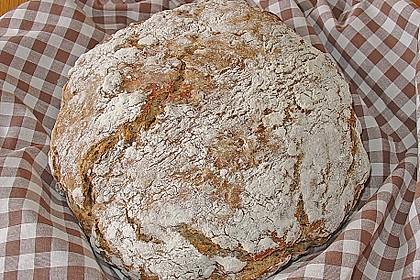 Rustikales Brot im Bräter 36