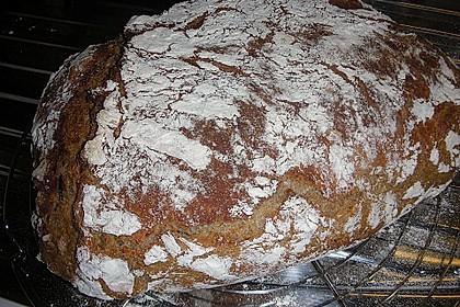Rustikales Brot im Bräter 78