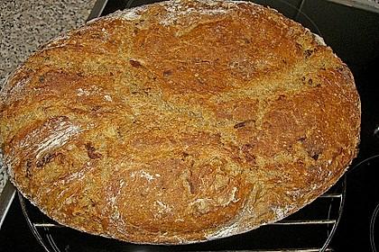 Rustikales Brot im Bräter 31