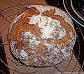 Rustikales Brot im Bräter (Bild)