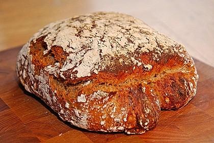 Rustikales Brot im Bräter 33