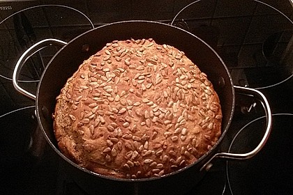 Rustikales Brot im Bräter 111