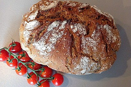 Rustikales Brot im Bräter 37