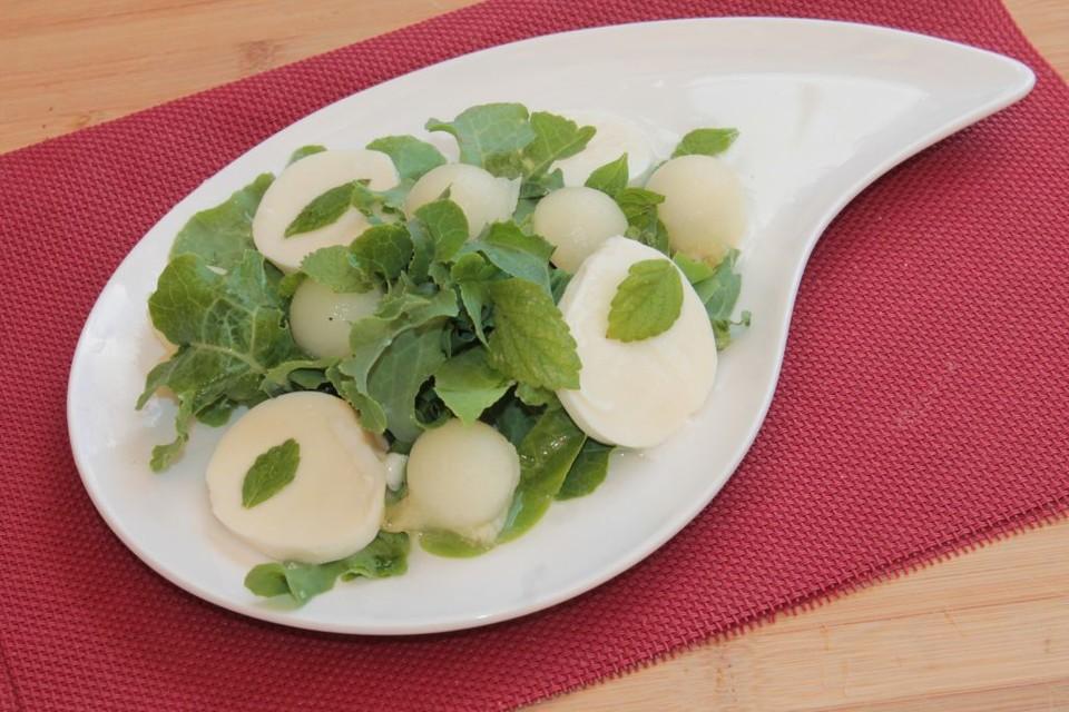 gr ner salat mit mozzarella und melone rezept mit bild. Black Bedroom Furniture Sets. Home Design Ideas