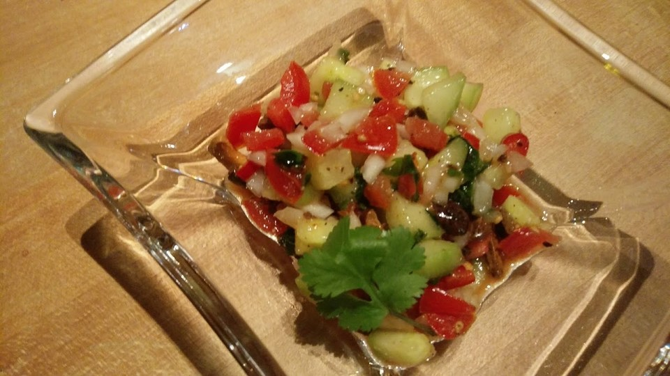 scharfer indischer salat mit gurken tomaten erdn ssen und chili von ataki. Black Bedroom Furniture Sets. Home Design Ideas