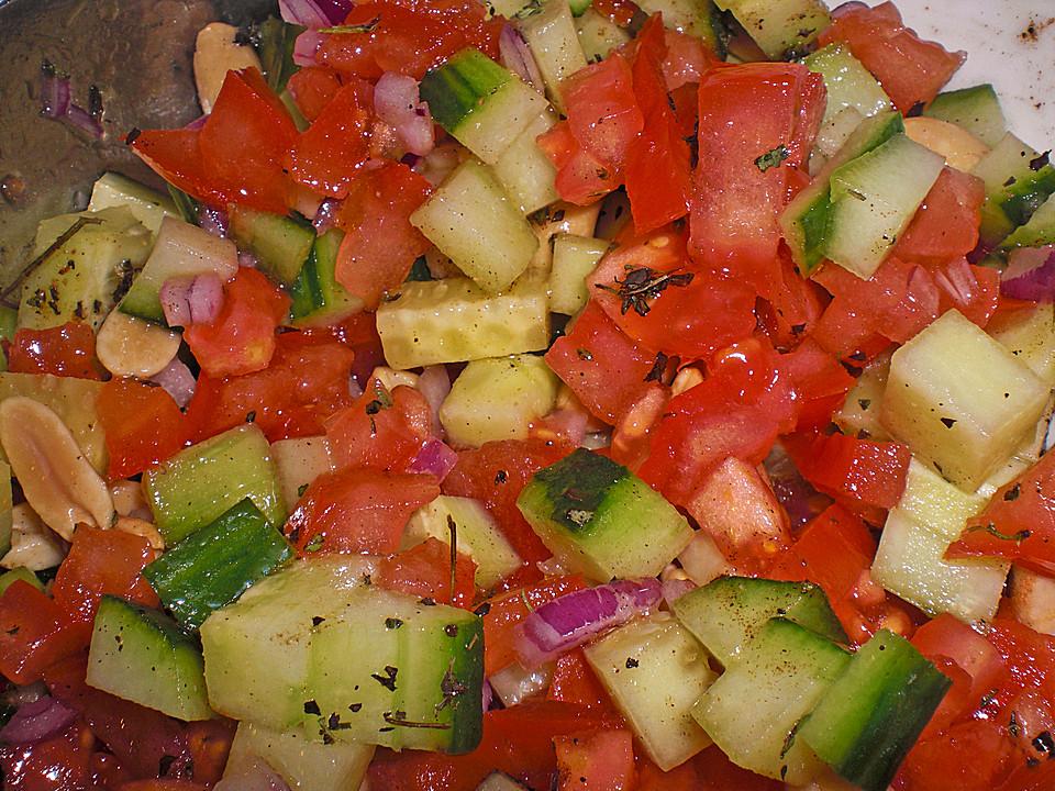 scharfer indischer salat mit gurken tomaten erdn ssen. Black Bedroom Furniture Sets. Home Design Ideas