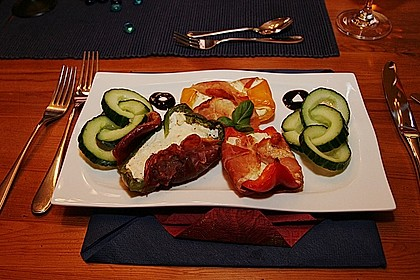 Frischkäse - Paprika - Schiffchen im Speckmantel 2