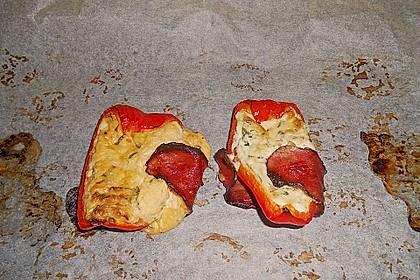 Frischkäse - Paprika - Schiffchen im Speckmantel 70