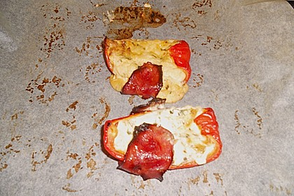 Frischkäse - Paprika - Schiffchen im Speckmantel 69