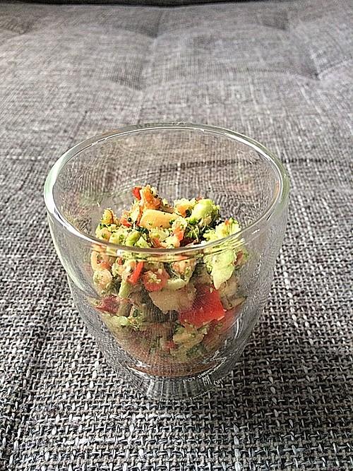 brokkoli paprika apfel salat rezept mit bild. Black Bedroom Furniture Sets. Home Design Ideas
