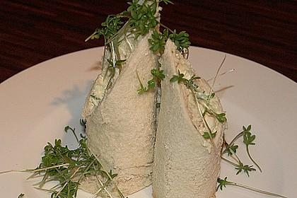 Gefüllte Weißbrotröllchen mit geräucherter Forelle 2