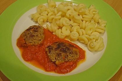 Mini - Frikadellen auf Tomatensauce 7
